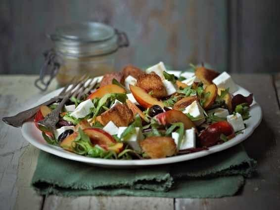 fettle_rocket_necterine_salad_566x425_crop_center